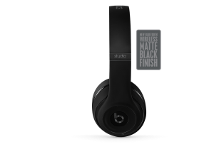 overear-studio-wireless-matte-black-standard-side-badge-2-O